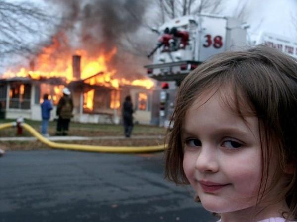 火災現場、ニヤリの面白画像