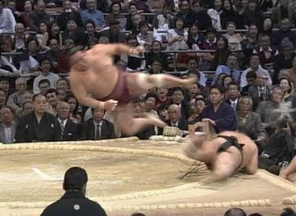 躍動感溢れる相撲の面白画像