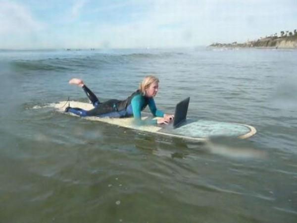 ネット依存症の女、海に出るの面白画像